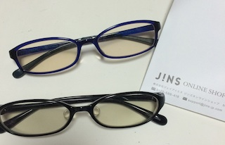 JINSのパソコンメガネを2本購入し1年間使うと目に見えない効果が出て来た!