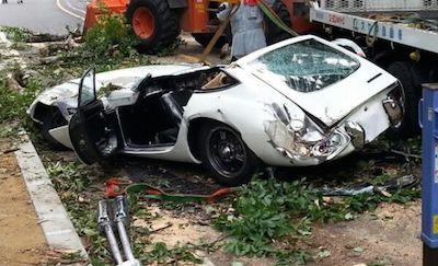 伝説の名車トヨタ2000GTがありえない事故にあってグチャグチャに!