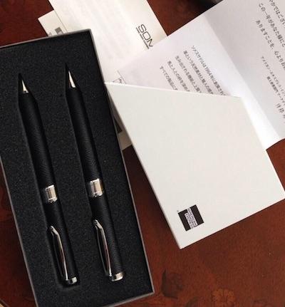 2014年のアメックスプラチナの誕生日プレゼントは革巻きボールペンです!