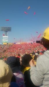 広島ファンのジェット風船