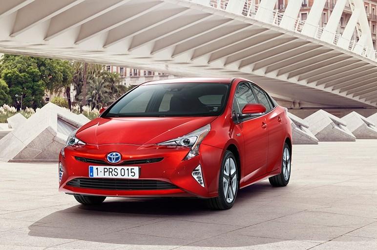 新型プリウスの売りは燃費でなく安全性能と四駆モデルの追加です!