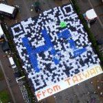 人文字「QRコード」、1300人で台湾をPR