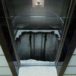 このエレベーターに一歩踏み出す勇気が~落ちるね、間違いなく。