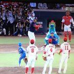 引退の前田選手に最後のボールを取らせようとした中日ナインがライト狙い撃ち!